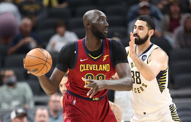 Tacko Fall assina contrato two-way com o Cavaliers